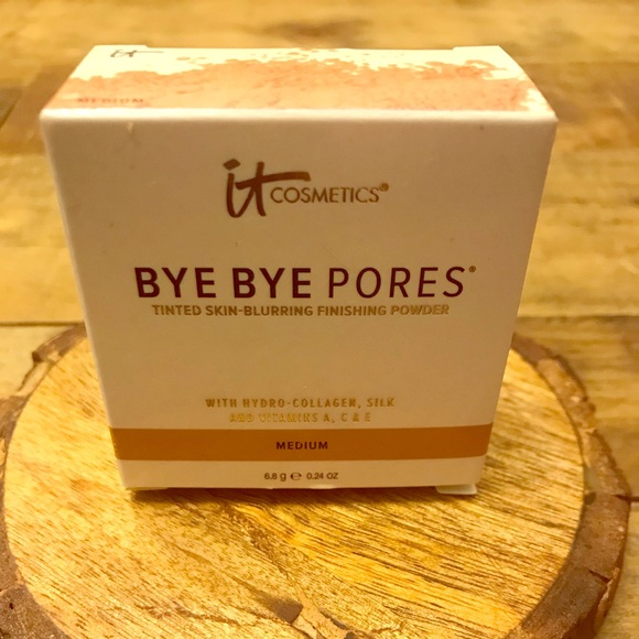 it cosmetics Other - It Cosmetics Bye Bye Pores Finishing Powder Medium